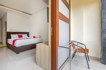 RedDoorz @ Padangsambian Denpasar Bali - RedDoorz Deluxe Room with Balcony Basic Deals Promotion