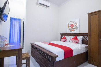 OYO 700 Griya Hanum Syariah Yogyakarta - Standard Double Room Regular Plan