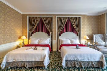 GH Universal Hotel Bandung - Deluxe Double Queen No View WEEKDAY STAYVACATION