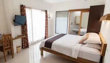 Halona Guest House Malang - Deluxe Double Room Only FC Special Deal