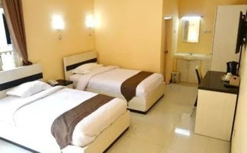 Halona Guest House Malang - Deluxe Twin Room Only FC Special Deal
