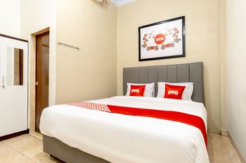 OYO 1668 Yvel Homestay Medan - Deluxe Double Room Regular Plan