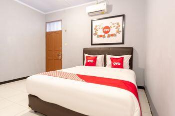 OYO 1668 Yvel Homestay Medan - Standard Double Room Regular Plan