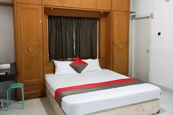 Steze Guest House Syariah Jambi - Deluxe Room Basic Deal