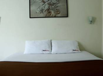 RedDoorz @Cipaku Bandung - RedDoorz Room 24 Hours Deal
