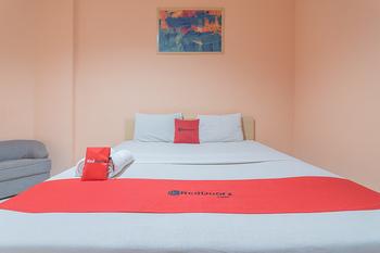 RedDoorz @Cipaku Bandung - RedDoorz Room with Breakfast Regular Plan