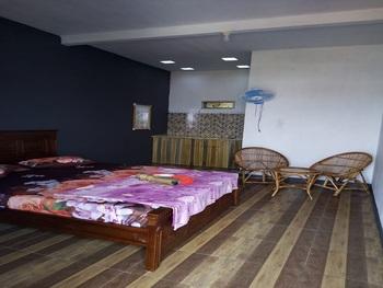 Hazza Sharia Homestay Garut - Studio Room Regular Plan