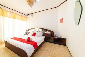 RedDoorz Syariah near Balai Kota Batu Malang - RedDoorz Premium Room Regular Plan