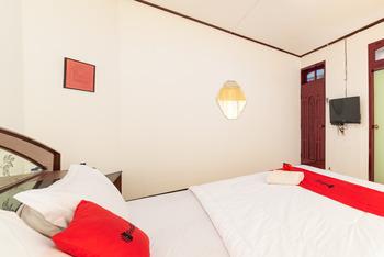 RedDoorz Syariah near Balai Kota Batu Malang - RedDoorz Room Regular Plan