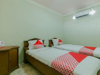OYO 2858 Vafa Guesthouse Cianjur - Standard Twin Room Last Minute