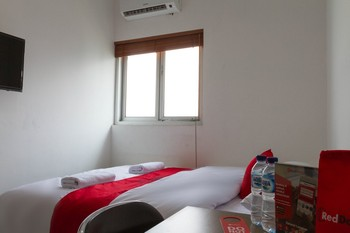 RedDoorz @ Malabar Street Bandung - RedDoorz Room 24 Hours Deal