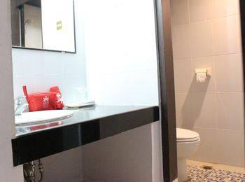 ZenRooms Sam Ratulangi Makassar - Double Room Regular Plan