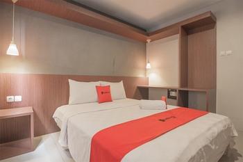 RedDoorz Plus @ Dago Pojok 3 Bandung - RedDoorz Deluxe Room 24 Hours Deal