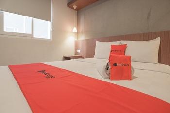 RedDoorz Plus @ Dago Pojok 3 Bandung - RedDoorz Room with Breakfast Regular Plan