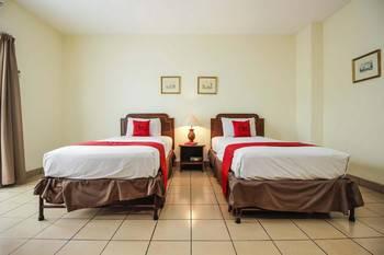 RedDoorz Plus near GBK Senayan Jakarta - RedDoorz Room with Breakfast Regular Plan