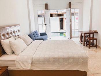 Hikari Guest House Bali - Deluxe Room with Balcony  Regular Plan