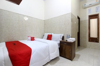RedDoorz near Museum Gunung Merapi Yogyakarta - RedDoorz Room with Breakfast Regular Plan