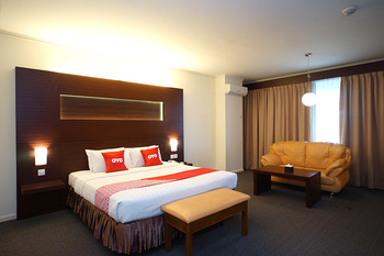 Capital O 1735 Adika Bahtera Hotel Balikpapan - Deluxe Double Room Promotion