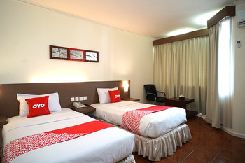 Capital O 1735 Adika Bahtera Hotel Balikpapan - Deluxe Twin Room Promotion