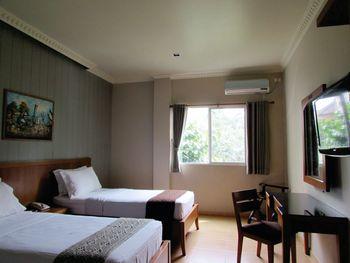 U Village Hotel Bandung Bandung - Deluxe King or Twin Room Regular Plan