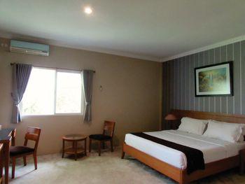 U Village Hotel Bandung Bandung - Deluxe Premier King or Twin Room Regular Plan