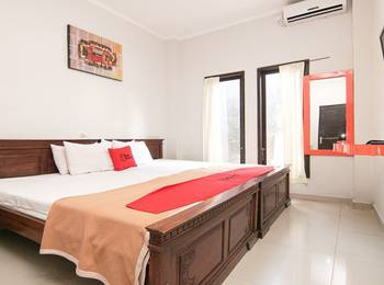 RedDoorz Plus near Ubung Terminal Denpasar Bali - RedDoorz Room Basic Deal Promotion