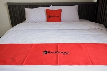 RedDoorz near GOR Satria Purwokerto Banyumas - RedDoorz Deluxe Room Regular Plan