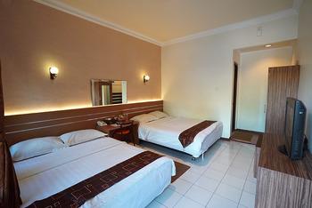 Patria Plaza Hotel Blitar - Family 4 in 1 Regular Plan