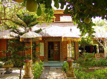 Amed Cafe Hotel Kebun Wayan