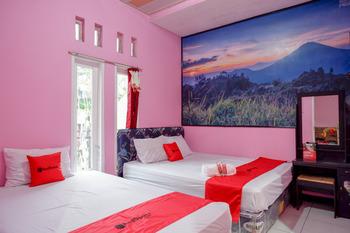 RedDoorz Syariah near Telaga Warna Dieng Wonosobo - RedDoorz Family Room 2N Min Stay