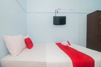 RedDoorz near Pantai Boom Banyuwangi - RedDoorz Room with Breakfast Regular Plan