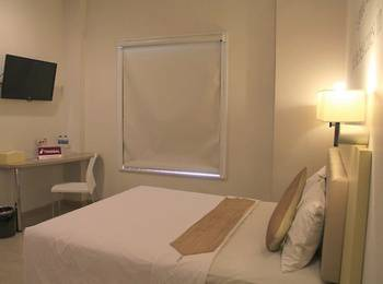 Tinggal Standard Marsekal Suryadharma Tangerang - Superior Room Romantic Stay - 50%
