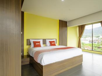 Capital O 1973 Hotel Toserba Selamat Syariah Pelabuhan Ratu Sukabumi - Suite Double Regular Plan