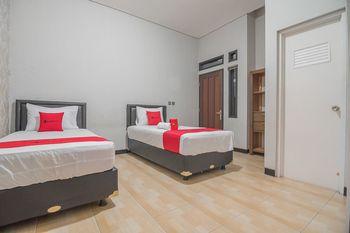 RedDoorz Syariah near Politeknik Negeri Bandung 3  Bandung - RedDoorz Twin Room Regular Plan