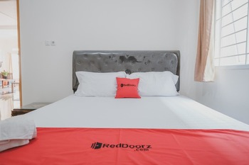 RedDoorz near Pahoman Stadium Lampung Bandar Lampung - RedDoorz Room with Breakfast Regular Plan