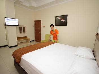 The Cabin Hotel Sutomo Yogyakarta - Big Privat Bathroom Room Breakfast Regular Plan