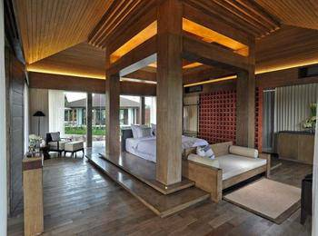 Djoglo Luxury Bungalow Malang - Golf View - Room Only  Regular Plan