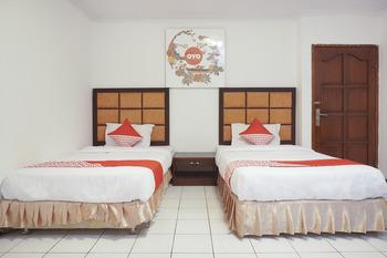 OYO 206 Hotel Candra Kirana Yogyakarta - Deluxe Twin Room Regular Plan