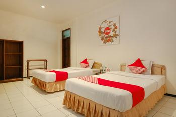 OYO 206 Hotel Candra Kirana Yogyakarta - Standard Twin Room Regular Plan