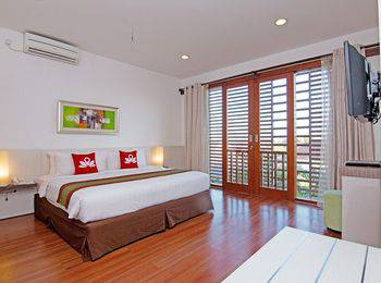 ZEN Premium Umalas Kerobokan Bali - Double Room Regular Plan