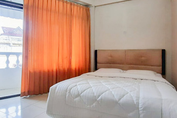 RedDoorz near Pagoda Open Stage Parapat Danau Toba - RedDoorz Room Basic Deal
