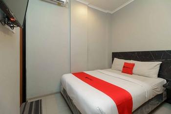 RedDoorz Plus near Radio Dalam 3 Jakarta - RedDoorz Limited SALE Regular Plan