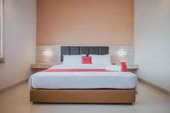RedDoorz Plus near Ferry Terminal Batam Center Batam - RedDoorz Suite Room with Breakfast Basic Deal