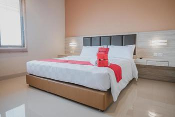RedDoorz Plus near Ferry Terminal Batam Center