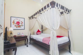 OYO 326 Ndalem Padma Asri Guest House