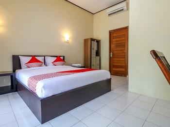 OYO 2367 Kenanga Homestay Bali - Deluxe Double Room Regular Plan