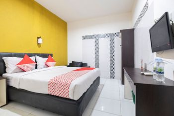OYO 2552 Hotel Permata Makassar - Deluxe Double Room Regular Plan