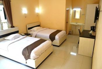 Dia2 Guest House Malang - Superior Twin Room Regular Plan