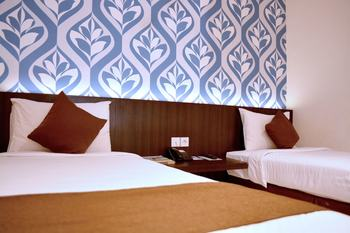 Hotel 88 Embong Kenongo Surabaya - Superior Twin Room with Breakfast Favorite Deal