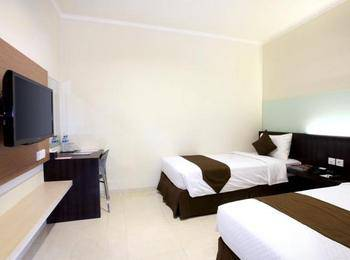 Hotel 88 Embong Kenongo Surabaya - Deluxe Twin Room With Breakfast HOT DEAL
